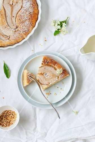 Buttermilk cake with pears and hazelnuts
