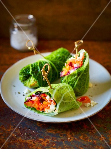 Savoy cabbage wraps with beetroot, peppers and sheep's cheese