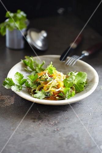 Mango salad with vegetable spaghetti