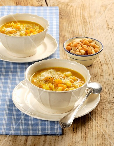 Minestra di zucca, riso e patate (pumpkin soup with rice and potatoes, Italy)