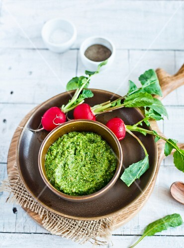 Pesto with radish leaves
