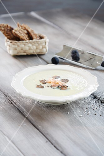 Asparagus soup with truffles