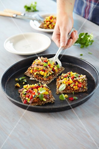 Quinoa pizza topped with vegetables