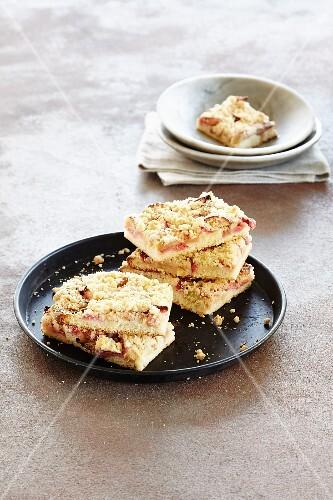 Rhubarb cake with apple and cinnamon