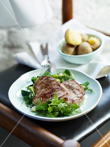 Lamb escalope with herbs and new potatoes