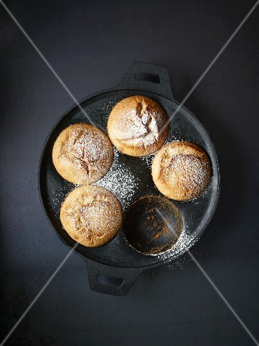 Ballebäuschen (deep-fried pastries) in a pan