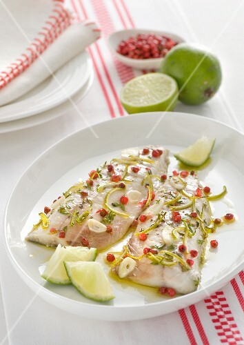 Mackerel fillets with pink pepper, limes and garlic