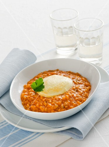 Gratinated tomato risotto with mozzarella cheese