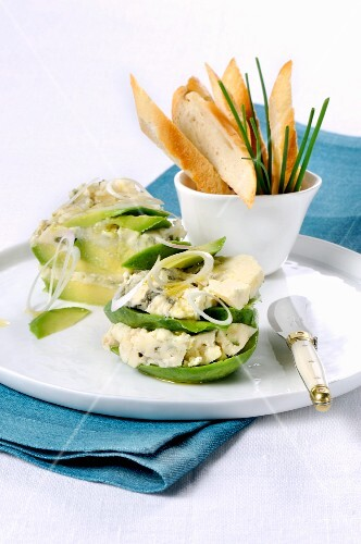 Avocado with Roquefort and onions