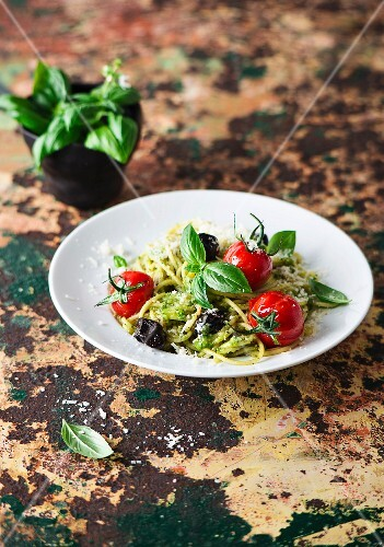 Spaghetti with pesto, tomatoes and olives