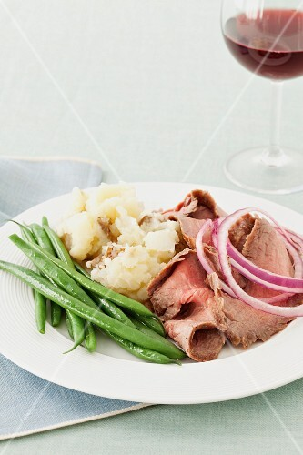 Flank steak with pickled onions, mashed potato and green beans