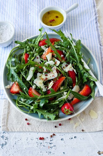 Rocket salad with strawberries and Parmesan cheese