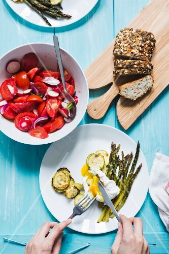 Asparagus with poached egg, tomato salad and wholemeal bread