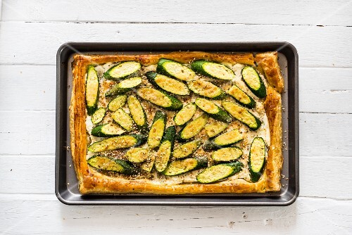 Courgette and lebneh tart with dukkah (seen from above)