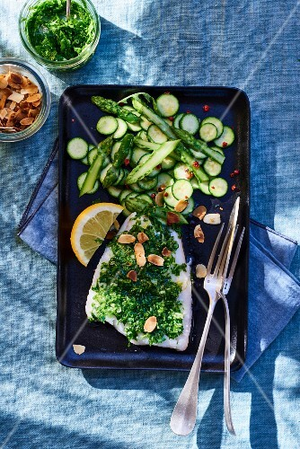 Cod fillet with pesto and green vegetables