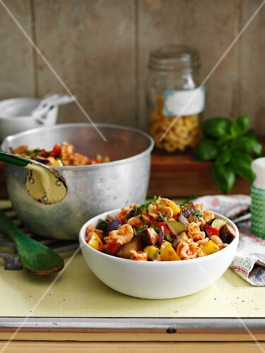 Pasta with grilled vegetables and basil
