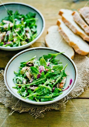 Rocket salad with blue cheese and chicken