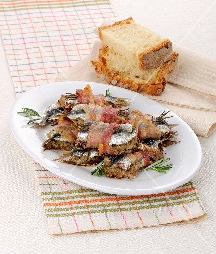 Stuffed anchovies with rosemary