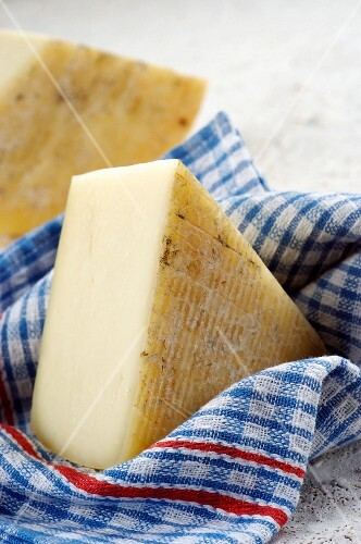 Caciotta romana (Italian sheep's cheese)