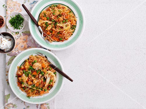 Pilau rice with cauliflower and peas