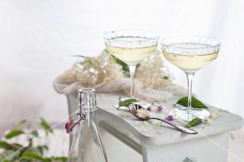 Homemade elderflower champagne in champagne glasses