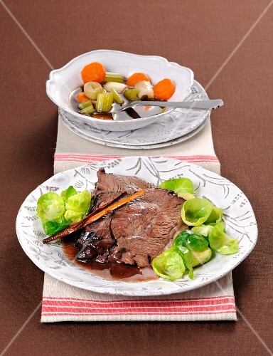 Oven-roasted beef cheeks with Brussels sprouts