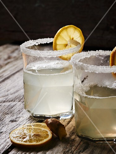 Hot lemon juice with ginger