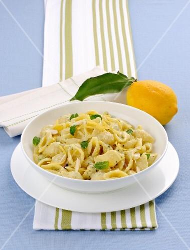 Conchigliette al pesto di limone (shell pasta with lemon pesto, Italy)