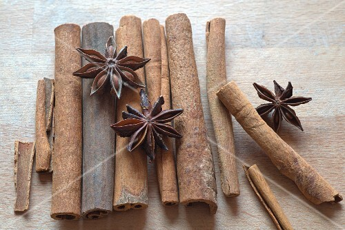 Star anise and Ceylon cinnamon on a wooden surface