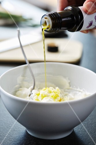 Quark and flaxseed oil spread