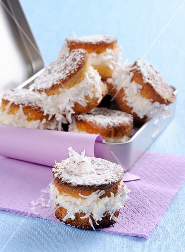 Rum muffins with coconut