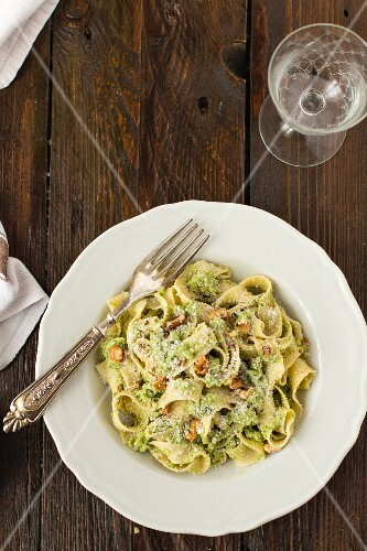 Tagliatelle with pesto and walnuts