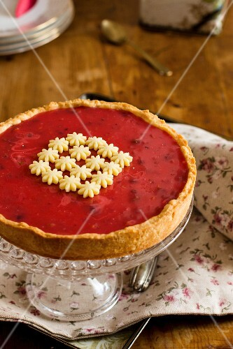 Rose tart on a cake stand