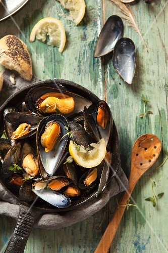 Moules mariniere (mussels in white wine) with lemon and thyme