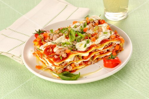 Lasagne with tomato pesto, minced meat and mozzarella cheese
