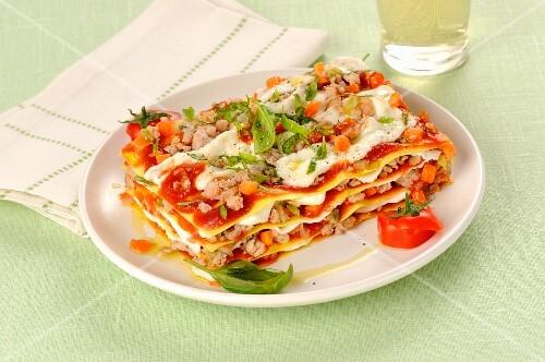 Lasagne with tomato pesto, minced meat and mozzarella cheese