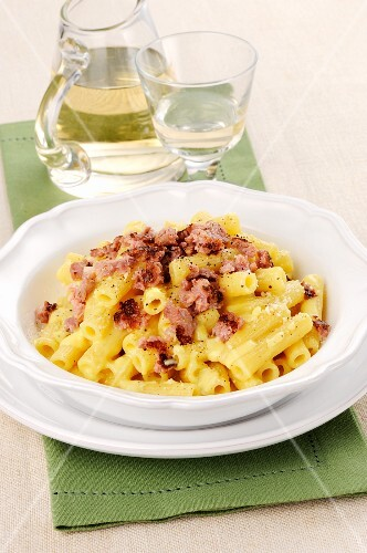 Pasta with a cream and ham crumbs