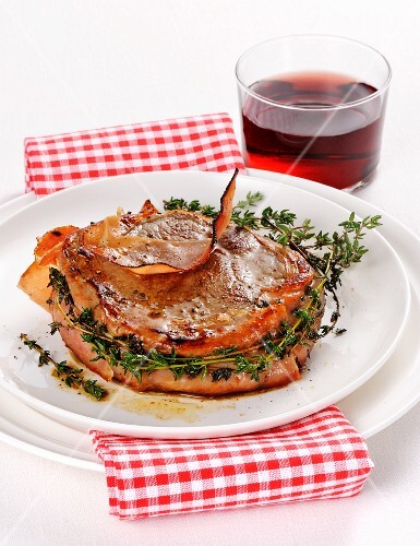 Beef medallion with bacon and thyme