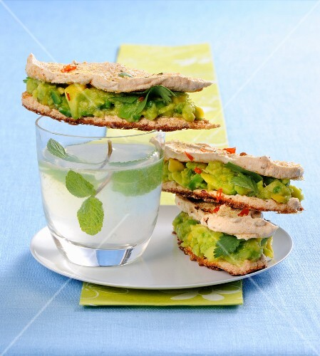 Mexican-style meringue sandwiches with guacamole