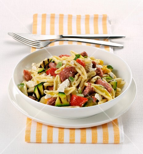 Pasta with grilled vegetables and ricotta cheese
