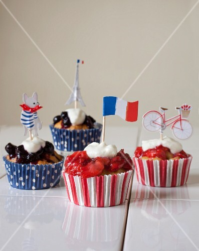 Cupcakes with strawberries and blueberry compote for the French national holiday
