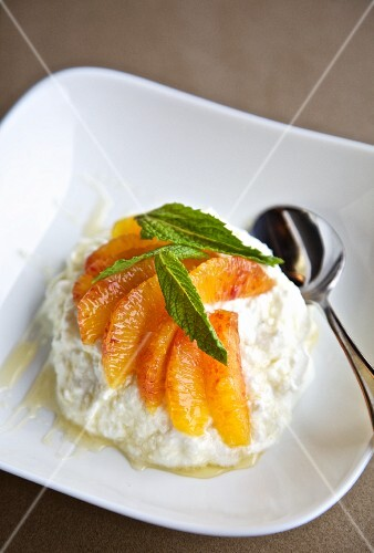 Greek yoghurt with blood oranges, mint and honey