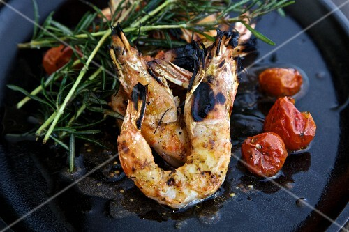Grilled prawns with rosemary and cherry tomatoes