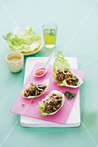 Oriental-style minced meat served in lettuce leaves