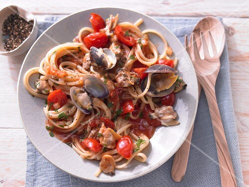 Pasta with cherry tomatoes and cockles