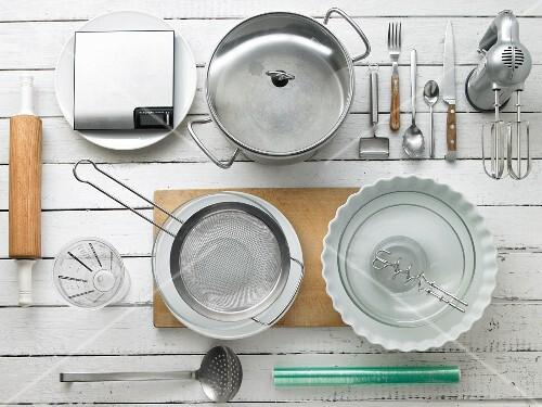 Kitchen utensils for making vegetable tart