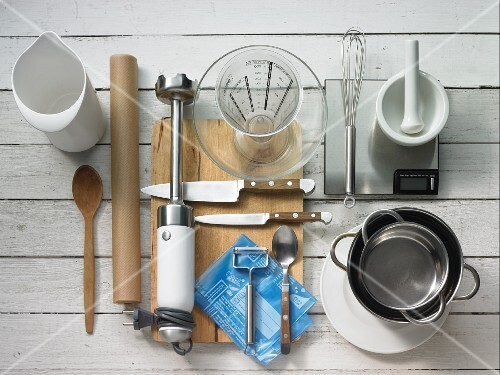 Kitchen utensils for making a persimmon dessert with a cream filling