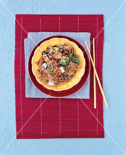 Fried egg noodles with tofu and broccoli (Asia)