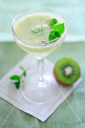 A kiwi drink with mint