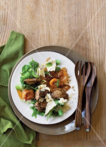 Chicken liver salad with apricots and poppadoms